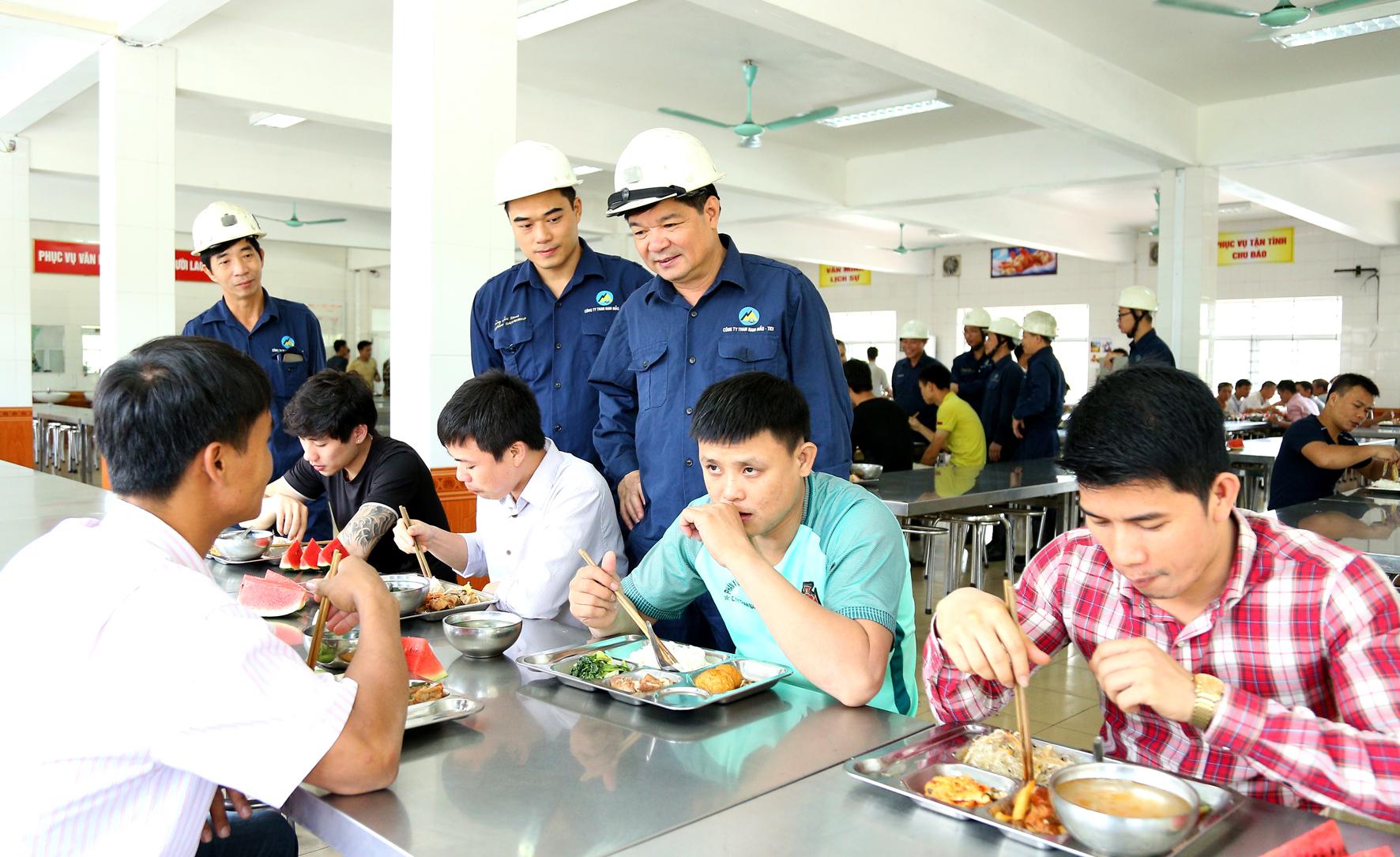Các hoạt động trong tháng Công nhân tại Than Nam Mẫu (2)